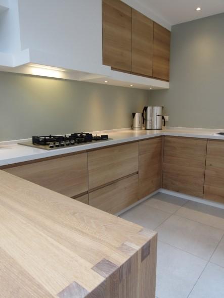 Eigentijdse eiken keuken keukenmakerij houtengoed - Eigentijdse badkamer fotos ...