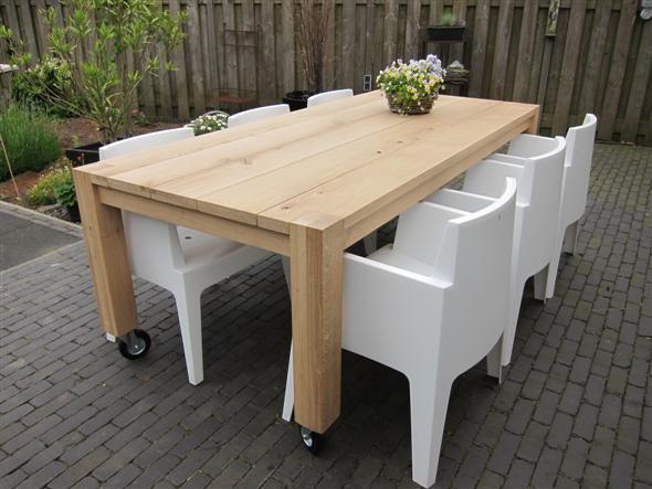 Eiken tafel op wielen meubelmakerij houtengoed
