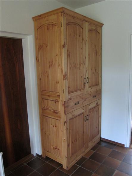 Klassieke grenen kast meubelmakerij houtengoed - Kast kind grenen ...